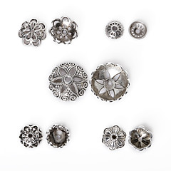 beadia 170pcs vegyes 5 stílus&méretű antik ezüst ötvözetből gyöngy sapka fém virág alakú távtartó gyöngyök