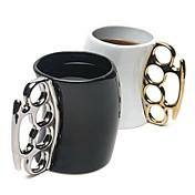 nuevo estilo de color de cerámica creativa de la taza de puño enviado al azar