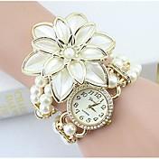 Dame Simulert Diamant Klokke Armbåndsur Moteklokke Quartz Imitasjon Diamant Legering Band Blomst Perler Elegant Hvit Gylden