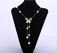 Cute Women's Resin Butterfly Pendant Alloy Necklace with Pearls