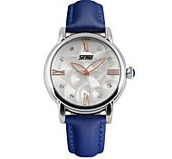Недорогие -SKMEI Жен. Наручные часы Модные часы Кварцевый Защита от влаги Имитация Алмазный Кожа Группа Кулоны Черный Белый Синий Красный