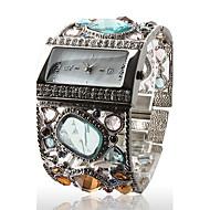 Sorprendente Reloj Brazalete Plateado de Mujer, con Encantadora Decoración de Cristales de Colores