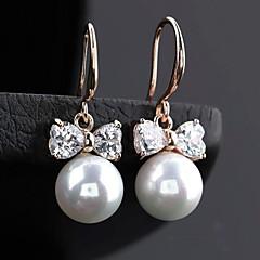 preiswerte Ohrringe-Damen Weiß Weiß Perle Tropfen-Ohrringe Kreolen - Kubikzirkonia Silber / Rotgold / Champagner Für