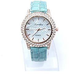 preiswerte Tolle Angebote auf Uhren-Damen Armbanduhr Quartz Armbanduhren für den Alltag Imitation Diamant Leder Band Analog Heart Shape Modisch Kleideruhr Schwarz / Weiß / Blau - Fuchsia Braun Blau
