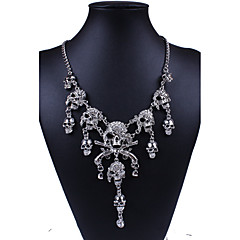 Damskie Oświadczenie Naszyjniki Skull shape Imitacja diamentu Stop Modny Styl Punk Europejski luksusowa biżuteria Osobiste Biżuteria Na